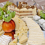 15. A. (Angela), B. (brânzeturi), F. (fructe), Mmmm...